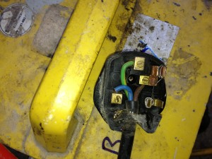 A 110v transformer only needs a paper clip as a fuse ? Contractor using this in a car manufactures warehouse, for interest sake this warehouse has £20 million worth of goods in stock